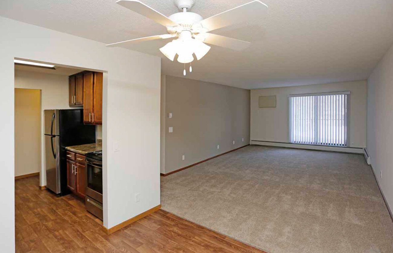 The Oak (1 Bedroom): Overhead lighting and fan in all dining rooms